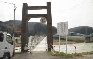 古宮公園横の歩道橋