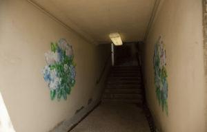金劔宮内の地下道内