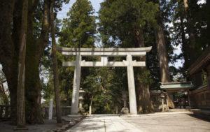 白山比咩神社階段前の鳥居