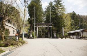 白山比咩神社裏からの入口鳥居