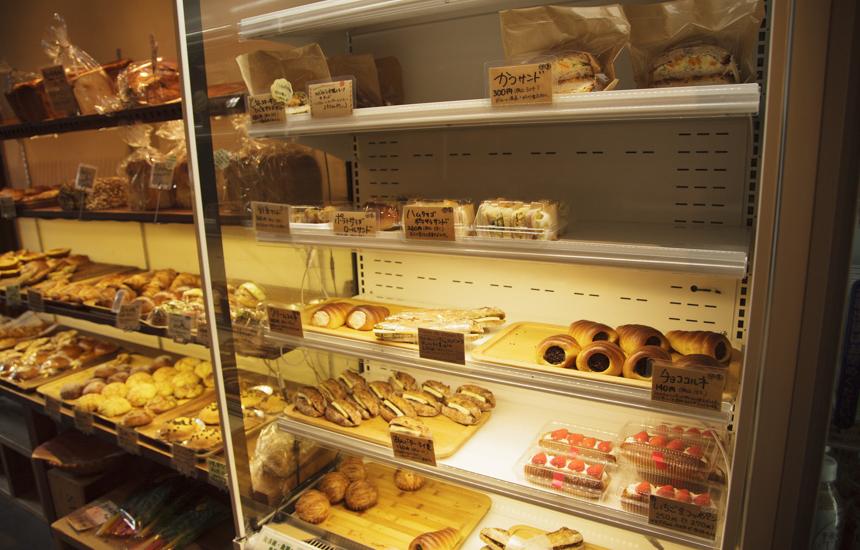 あさひ屋ベーカリー冷蔵庫内のパン