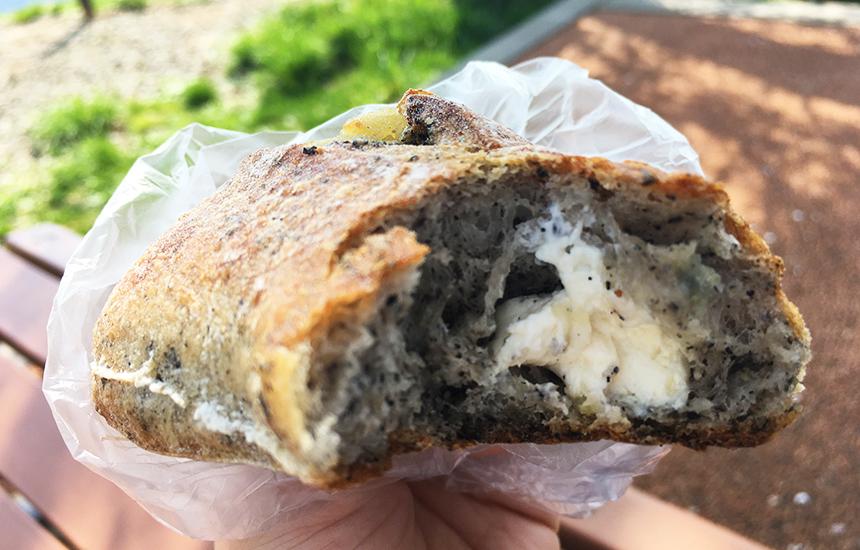 なると金時&チーズフランスパン中見