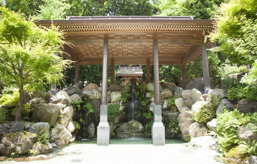 白山さん禊場の滝