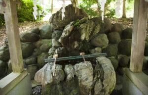 白山さん手水舎の亀岩