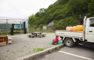 足湯を運ぶトラック