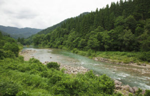 百万貫に続く川